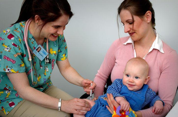 Экстренная вакцинация проводится новорожденным от инфицированных матерей